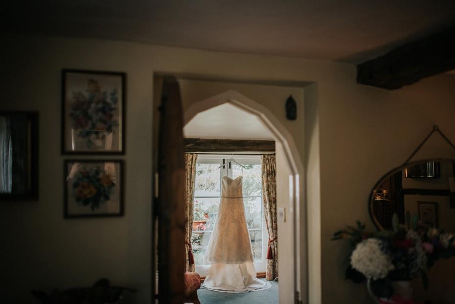 Wiltshire Garden wedding - Carly & Pete - Lee Dann Photography - 0009