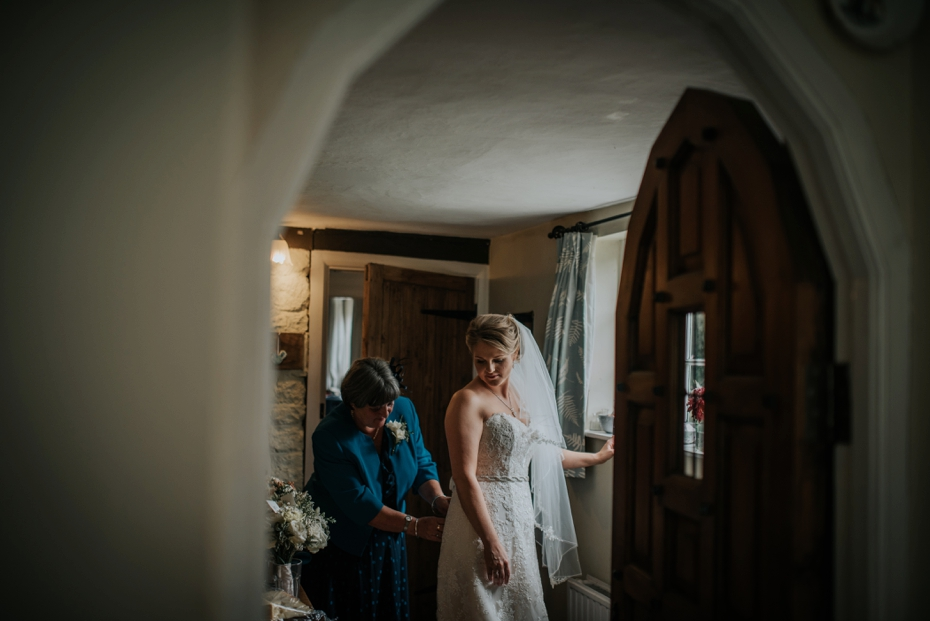 Wiltshire Garden wedding - Carly & Pete - Lee Dann Photography - 0240
