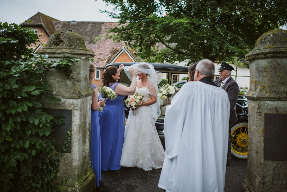 Wiltshire Garden wedding - Carly & Pete - Lee Dann Photography - 0371