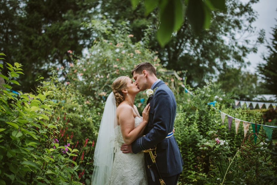 Wiltshire Garden wedding - Carly & Pete - Lee Dann Photography - 0633