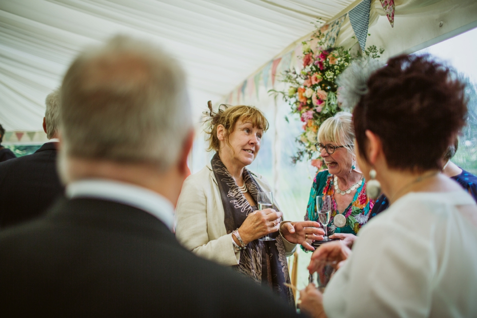 Wiltshire Garden wedding - Carly & Pete - Lee Dann Photography - 0654