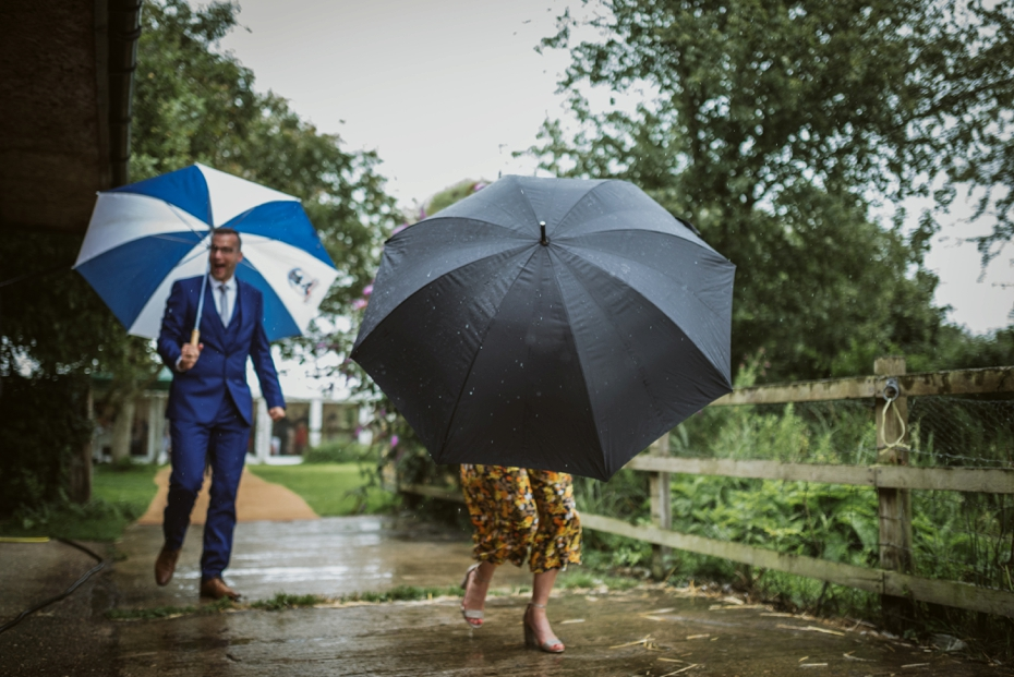 Wiltshire Garden wedding - Carly & Pete - Lee Dann Photography - 0810