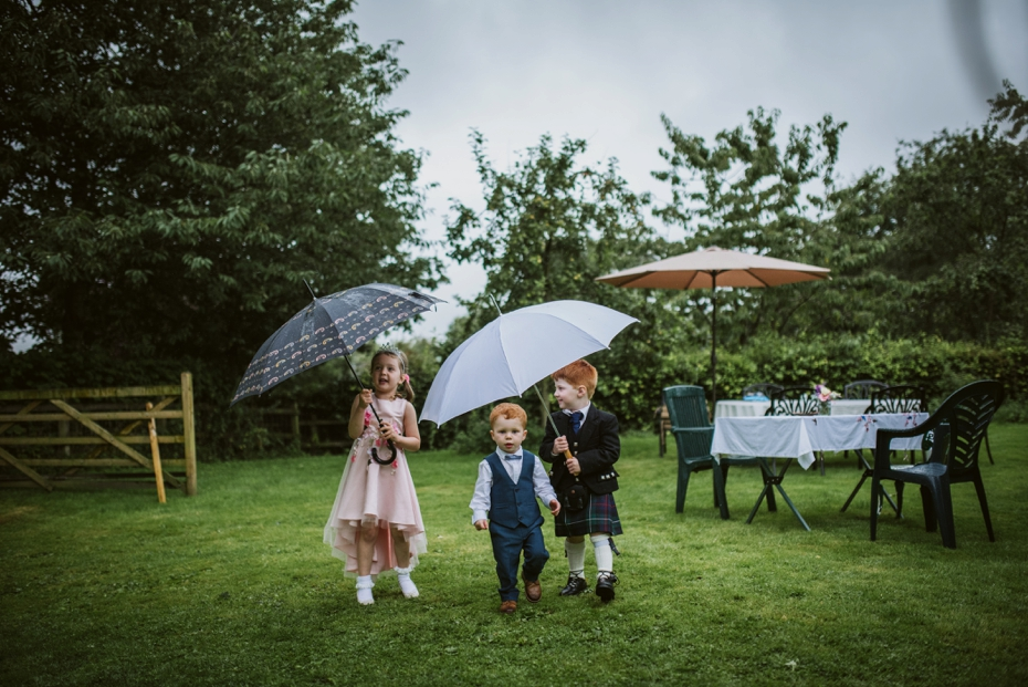 Wiltshire Garden wedding - Carly & Pete - Lee Dann Photography - 0814