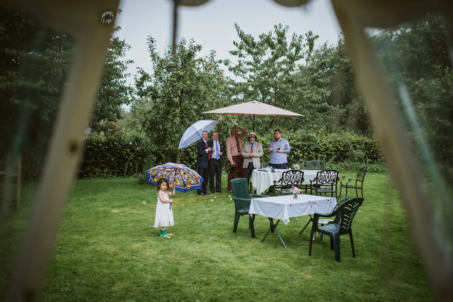 Wiltshire Garden wedding - Carly & Pete - Lee Dann Photography - 0832