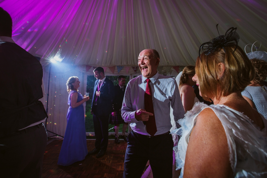 Wiltshire Garden wedding - Carly & Pete - Lee Dann Photography - 0897