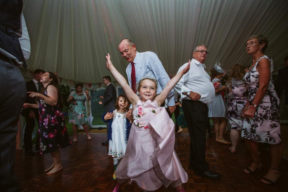 Wiltshire Garden wedding - Carly & Pete - Lee Dann Photography - 0906