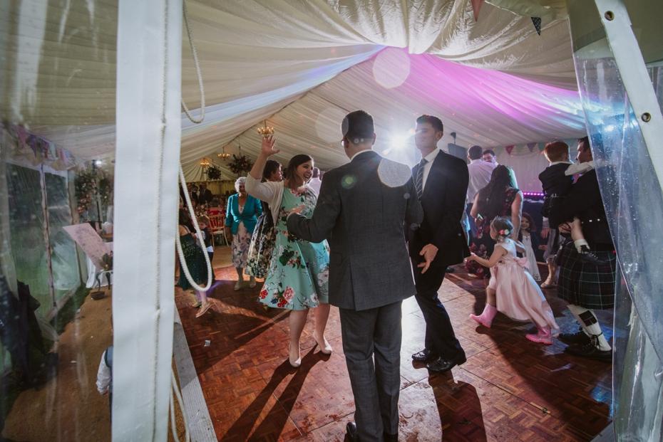Wiltshire Garden wedding - Carly & Pete - Lee Dann Photography - 0925