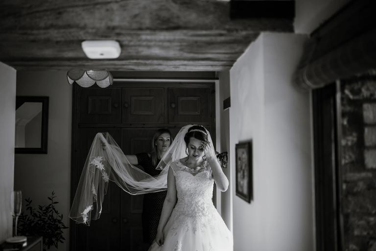 Oxford Four Pillars Wedding- Chloe & Chris - Lee Dann Photography - 0244